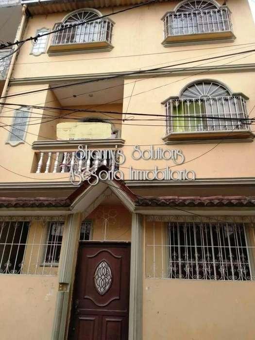 Los Rosales se vende casa rentera de 3 pisos con terraza con balcones