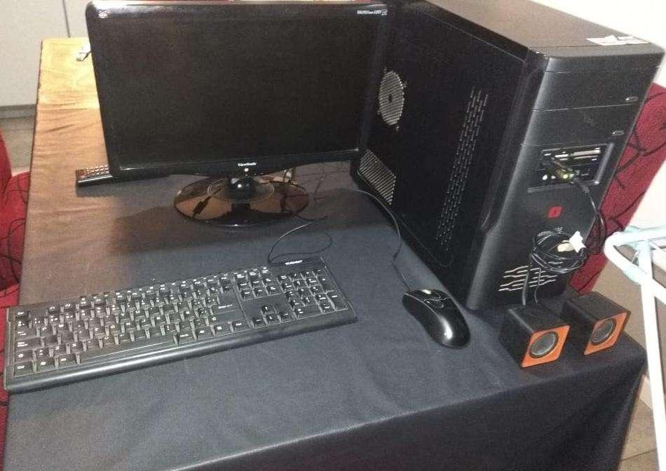Vend computadora de <strong>escritorio</strong> Olivetti