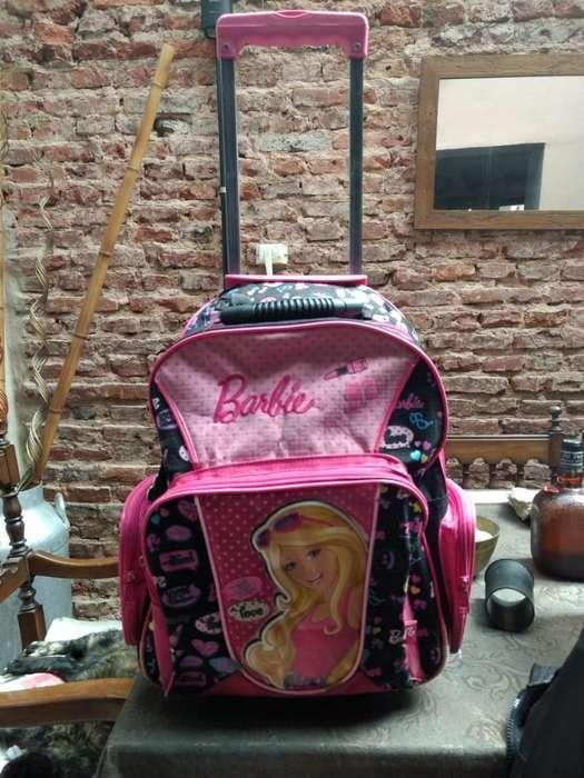 Mochila Escolar Barby. Usada Estado