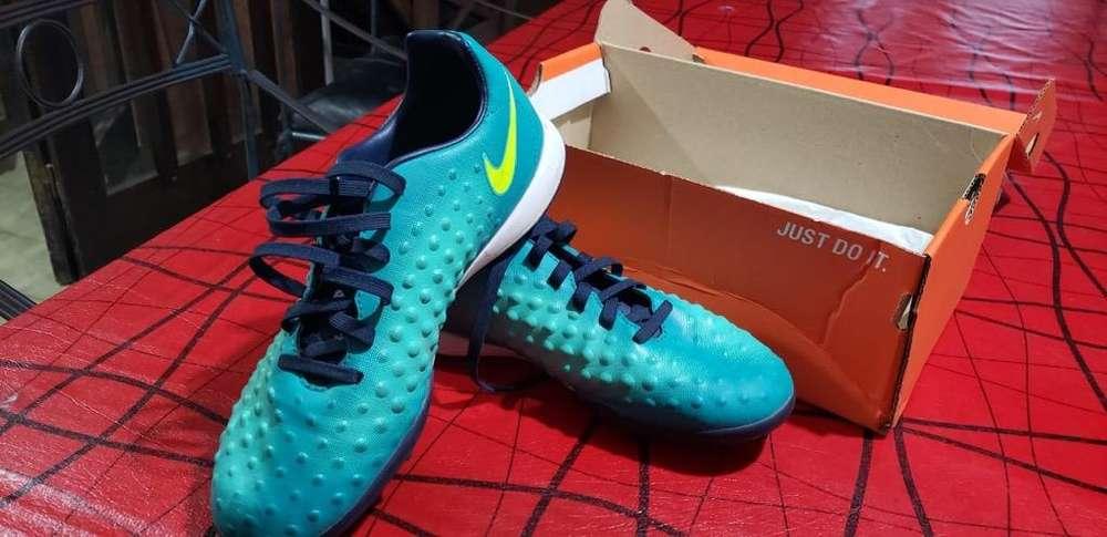 Botines Nike 36