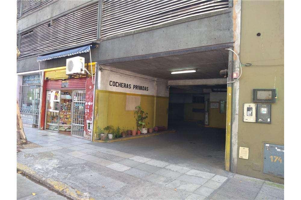 Venta de Cochera en edificio garage en Flores