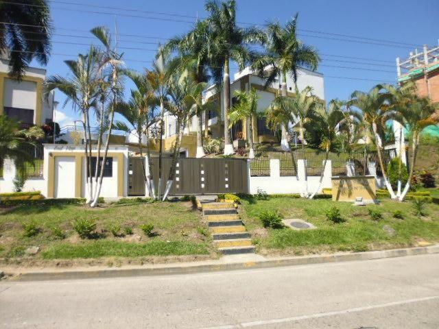 Vendo Casa Unidad Cerrada Av. Sur
