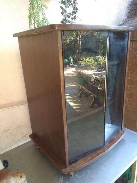 Se Vende Mesa para Tv con Puertas