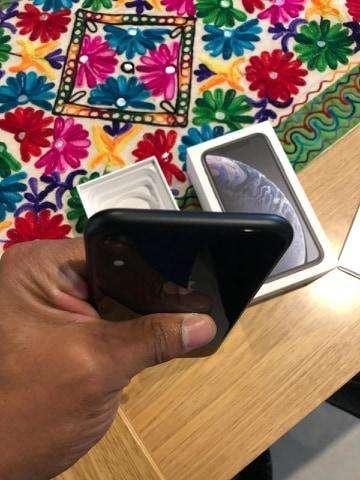 VENDO O CAMBIO IPHONE XR 64 GB NEGRO (15 DIAS DE USO TODOS LOS ACCESORIOS)