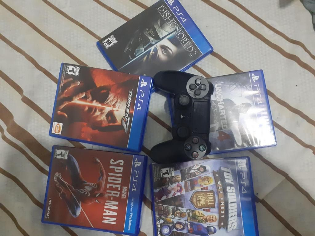 Vendo mando de Ps4 y 5 juegos