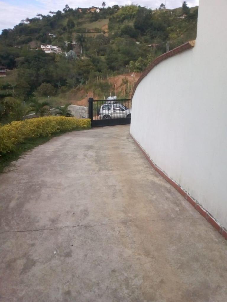 Vendo esta hermosísima finca a 8 minuticos desde el parque de Barbosa Antioquia.