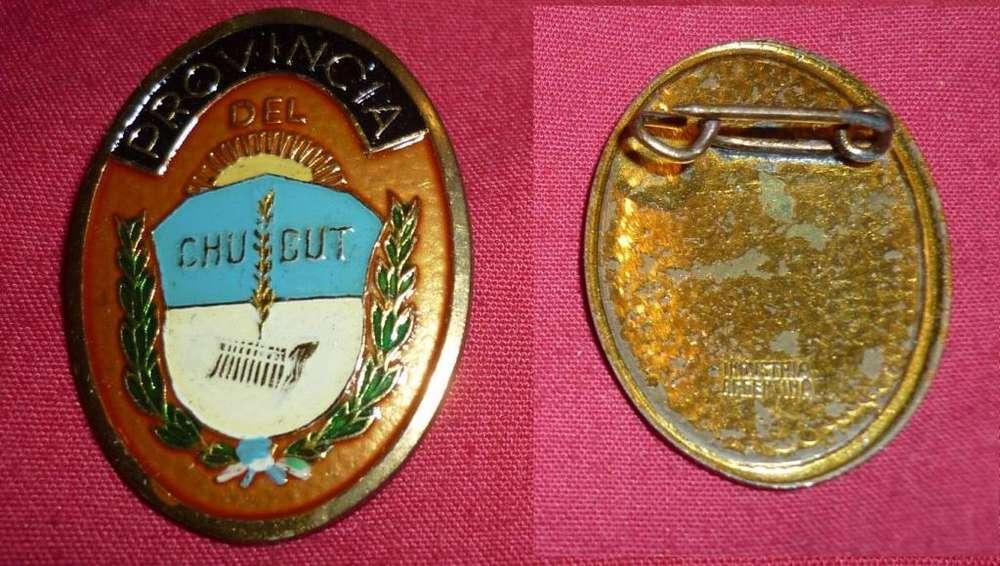 ANTIGUO PIN ESCUDO DE LA PROVINCIA DE CHUBUT RECUERDO TURISTICO 1970