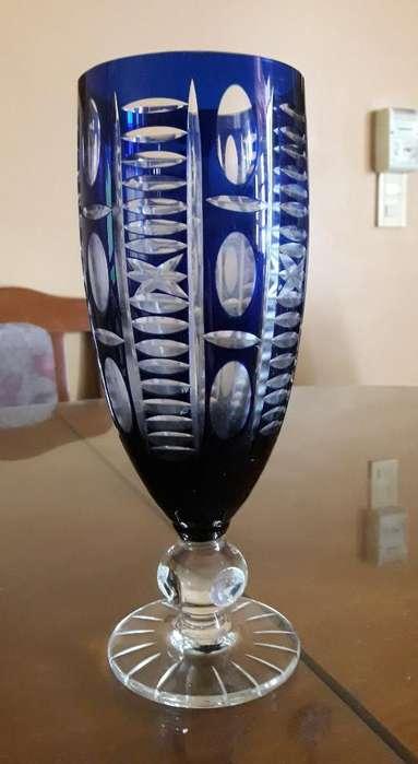 Potiche de Cristal Azul Tallado Facetado
