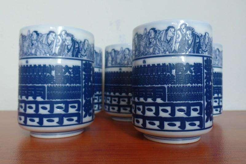V/cambio juego de 5 Hermosos vasos de Porcelana en relieve Japonesa antiguos ! Yunomis