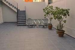 Departamento centrico amoblado y equipado con patio, parrilla y opcion garage.