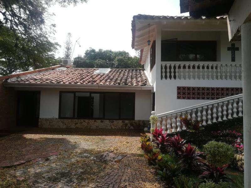Casa Campestre En Arriendo/venta En Cali La Riviera Cod. VBKWC-10402958