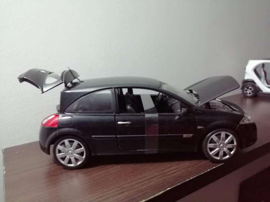 Renault Megane 2 Escala 1/18 Nuevo