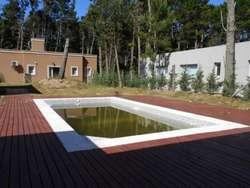 Pinamar. Verano 2020. Zona Alamos II. Chalet de nueva construcción en planta baja con piscina climatizada. 61 pax