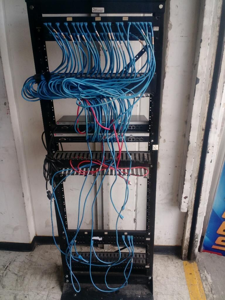 Mueble para Redes 2 Suich de 24 Puertos