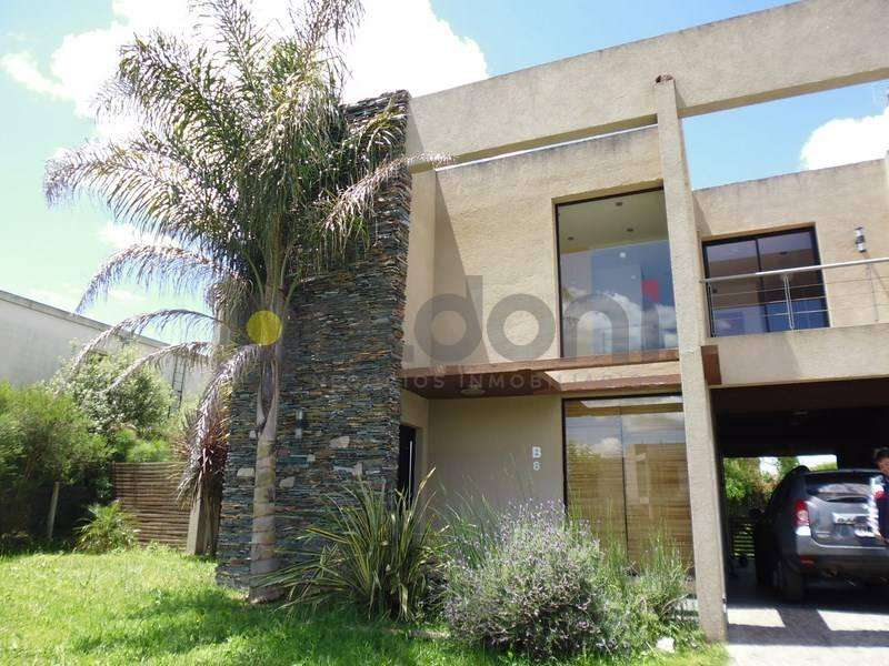 Casa en Venta con Piscina en Fincas de Iraola 2.