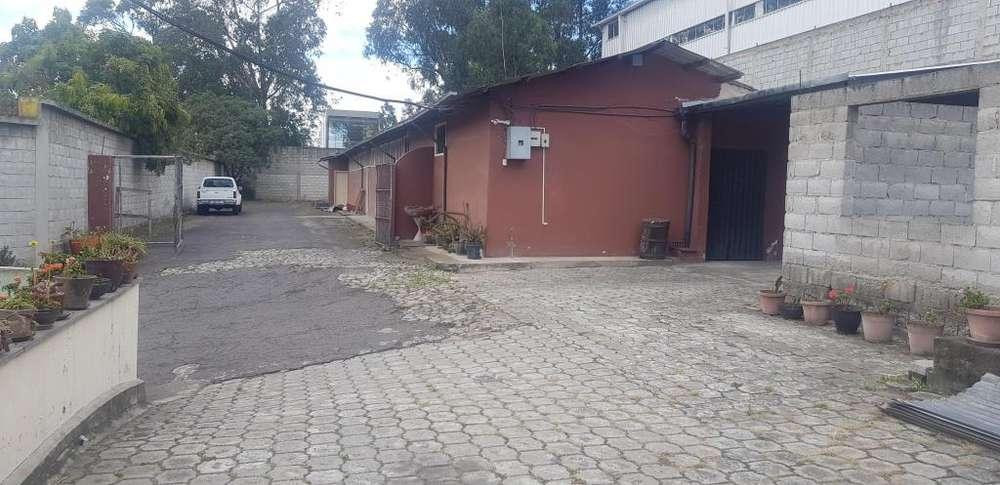 Ponciano, vendo terreno 2300 m2, Industrial II, a 200 m, de Av. Galo Plaza.