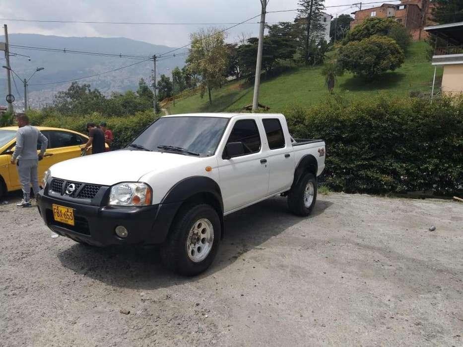 Nissan Frontier 2006 - 220000 km