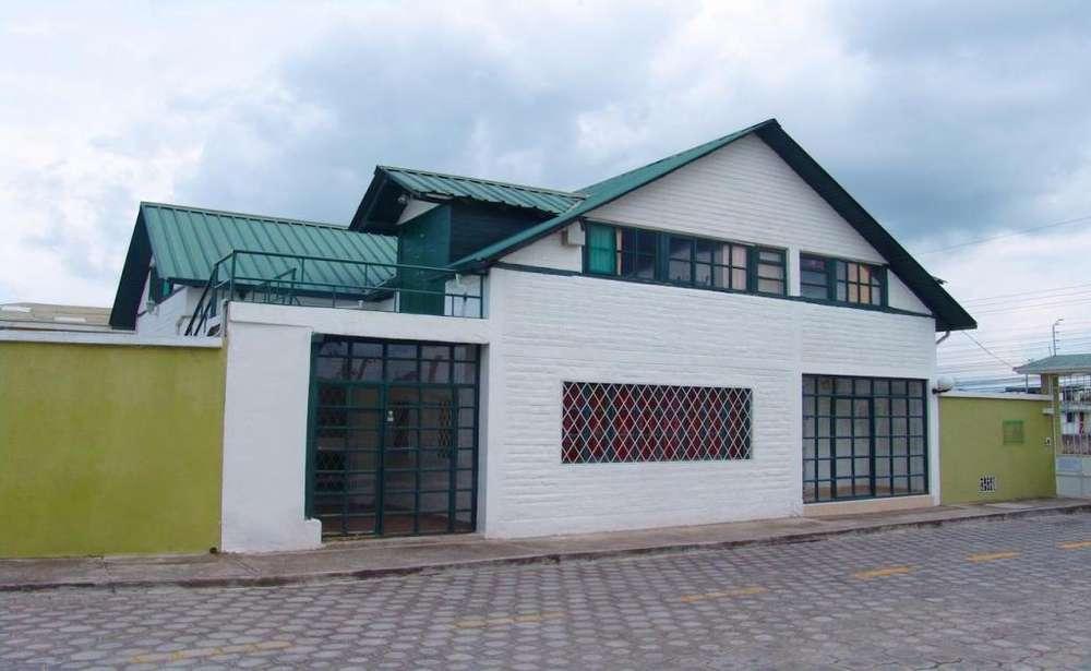 CALDERÓN, casa en venta, 6 habitaciones, 200 m2
