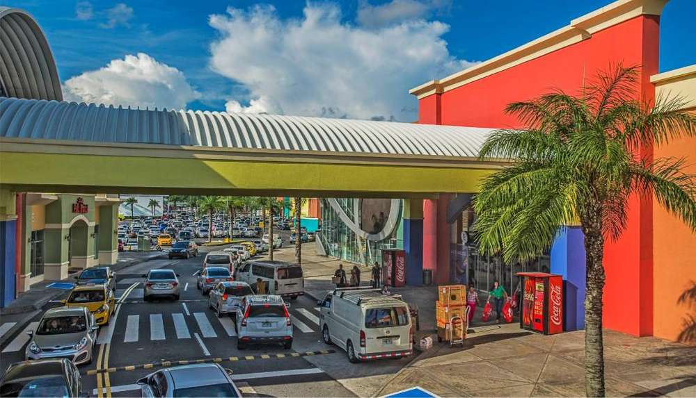 SE VENDE LOCAL COMERCIAL EN ALBROOK MALL