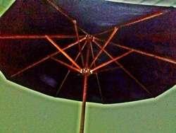 parasol o sombrilla  en madera