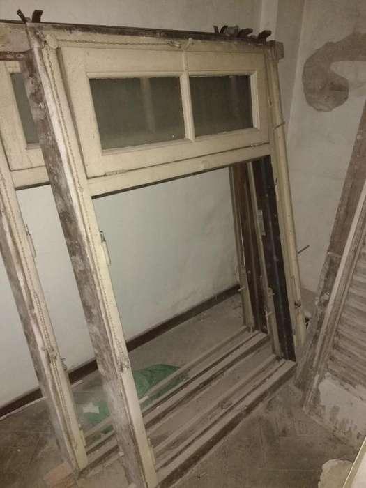 ventana madera dura dos hojas y ventiluz