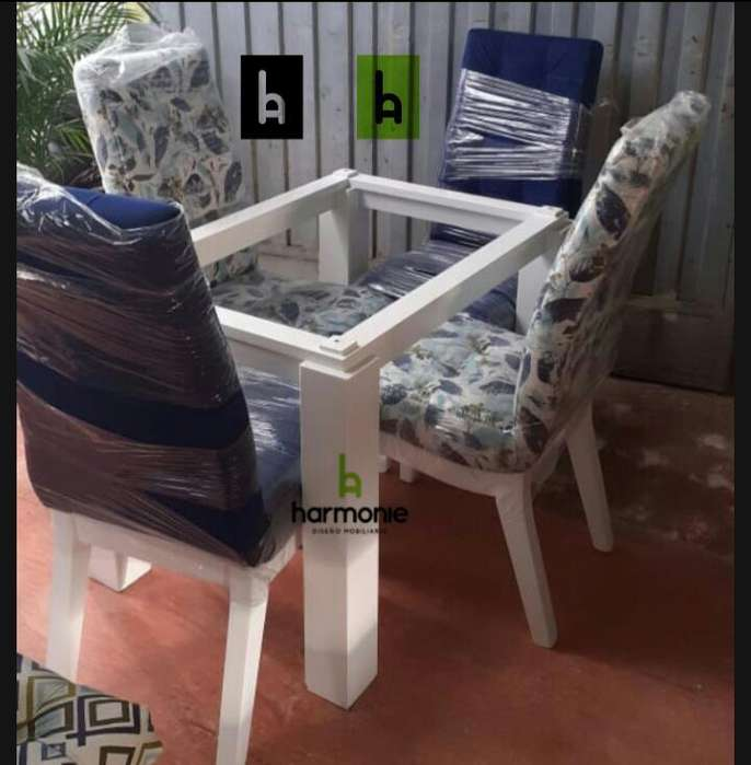 Hermoso <strong>comedor</strong> en pintura catalizada y sillas acolchonadas