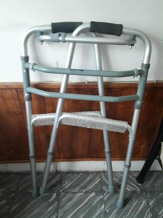 vendo andador de aluminio plegable