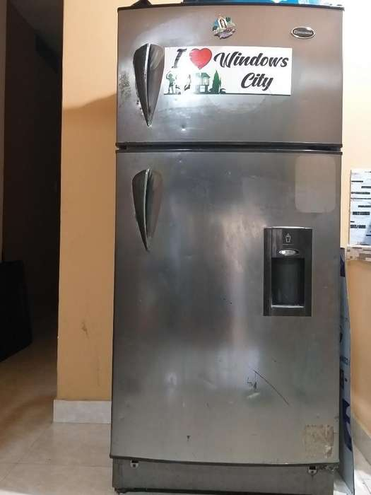Vendo Refrigeradora Marca Indurama