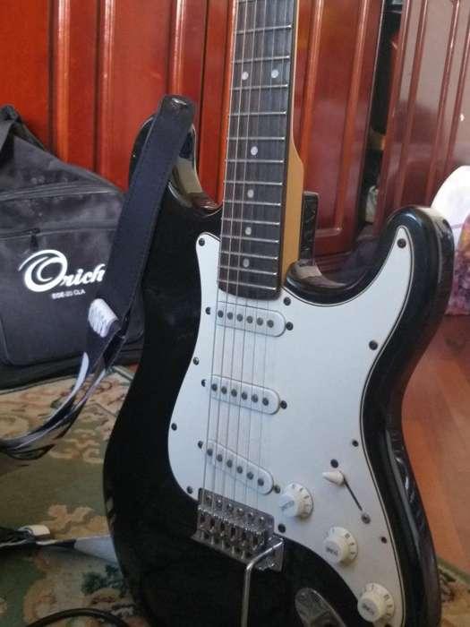 Guitarrastratocasterestucheamplificado