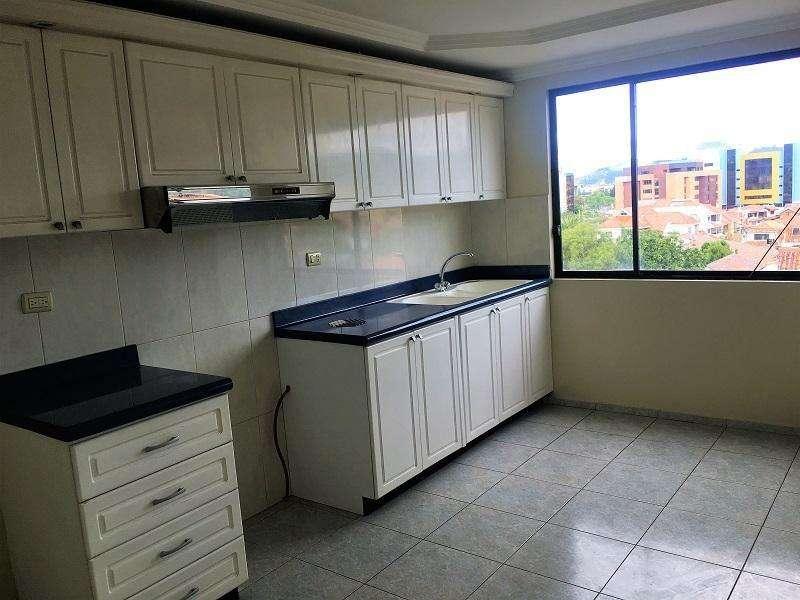 En VENTA Departamento Dos Dormitorios, sector Supermaxi El Vergel