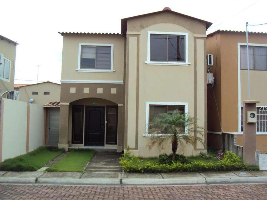 Casa Amoblada de alquiler en Urbanización la Joya