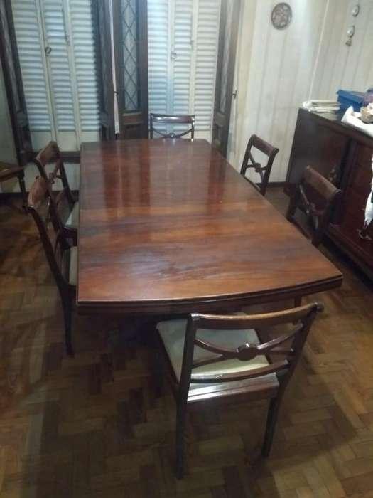 Excelente Juego de <strong>muebles</strong> de estilo en madera maciza (Año 1950). Juego de comedor y dormitorio matrimonial.