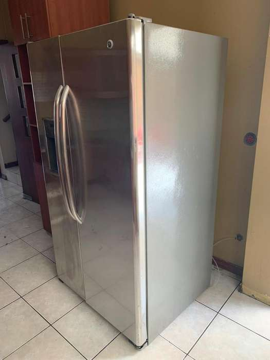 Refrigeradora Side by side General Electric. 717 litros