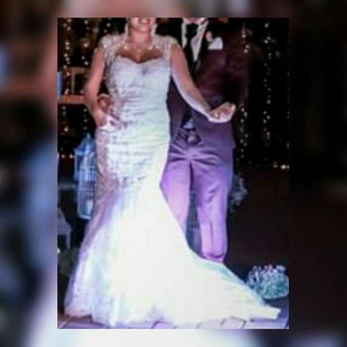 Homero bajando con vestido de novia