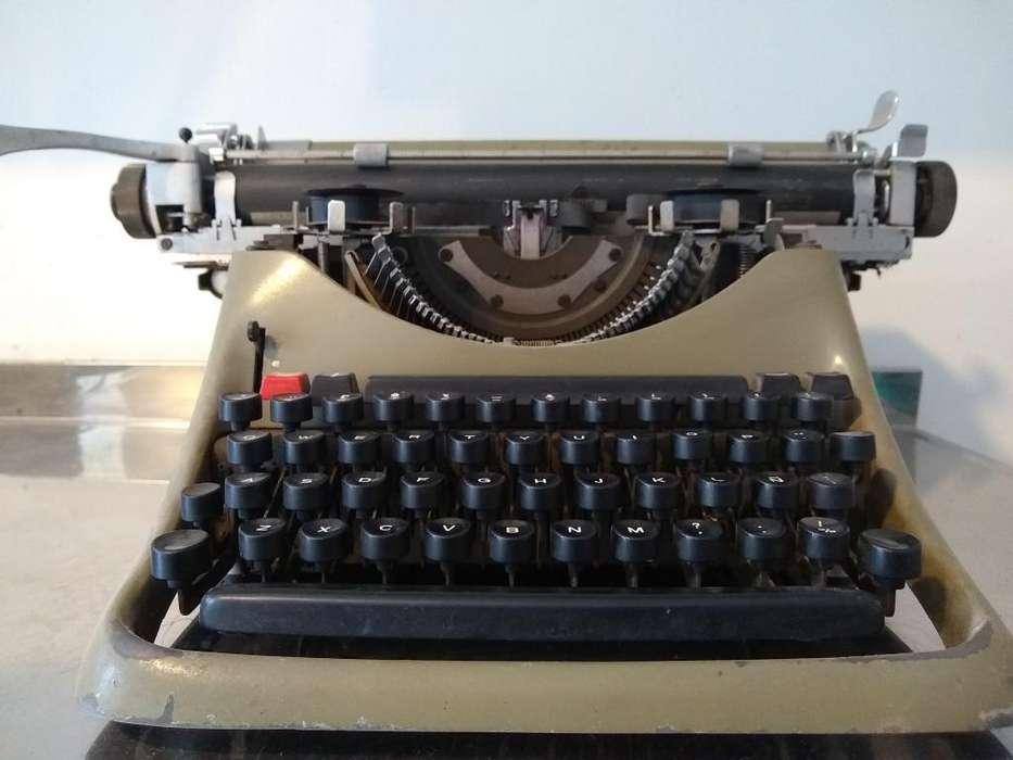 Vendo Maquina de Escribir Olivetti