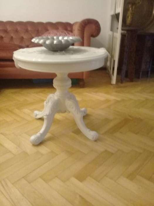 Mesa Francesa Laqueada. Color Blanco