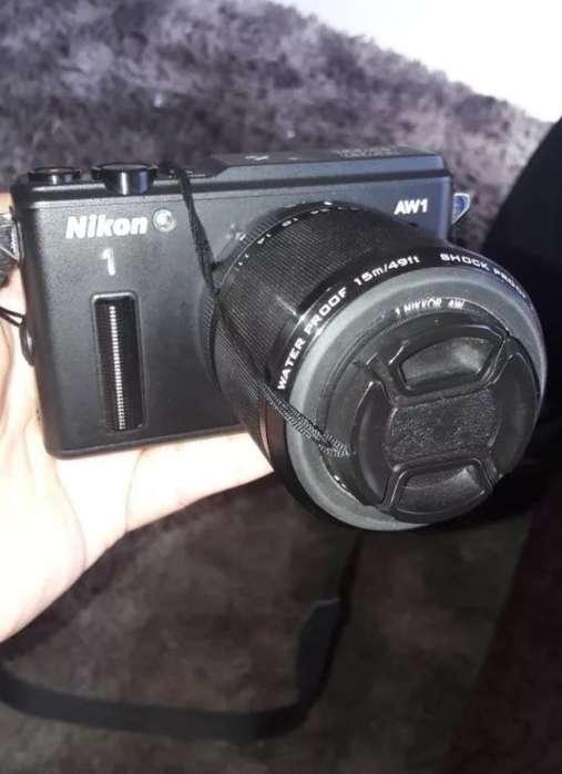 Cámara Profesional Nikon Aw1