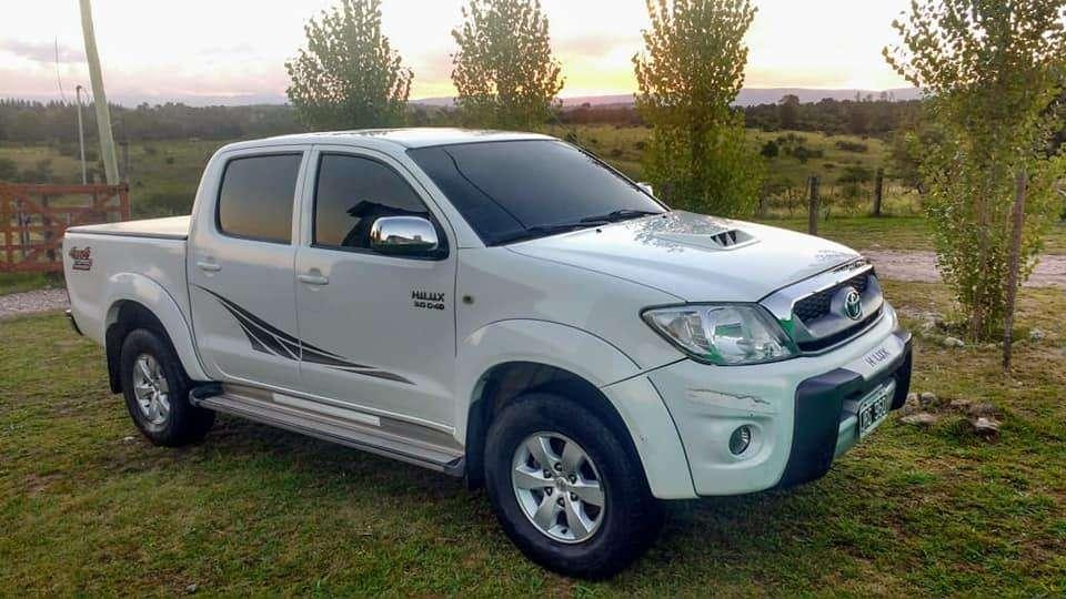 Toyota Hilux 2011 - 210000 km