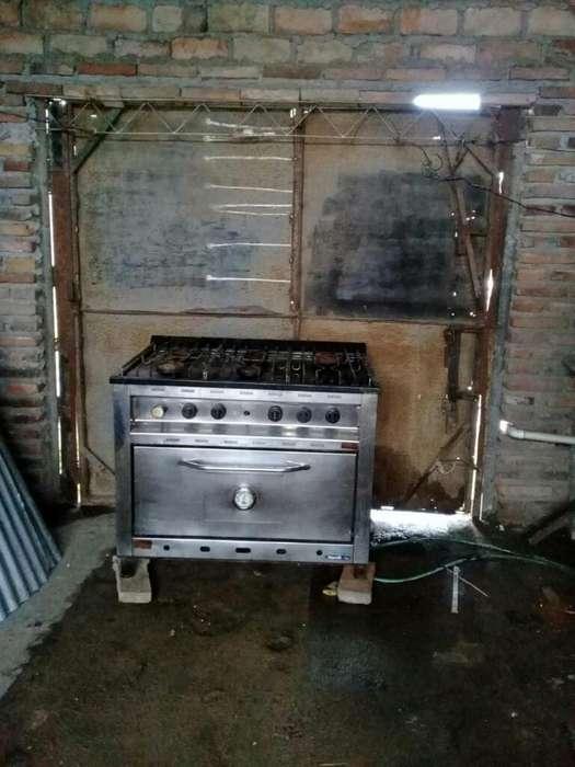 Vendo Cocina Industrial de 6 Hornallas