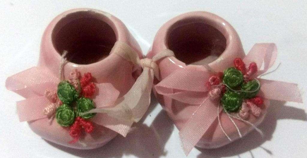 2 Escarpines de ceramica miniatura