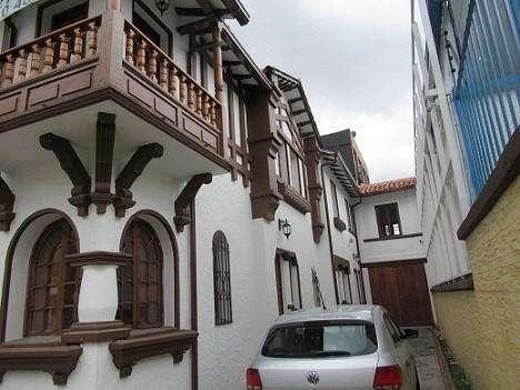 REMODELADA PARA ESTRENAR, Hermosa casa de 2 pisos con fachada colonial. cambio total de redes ele 58658