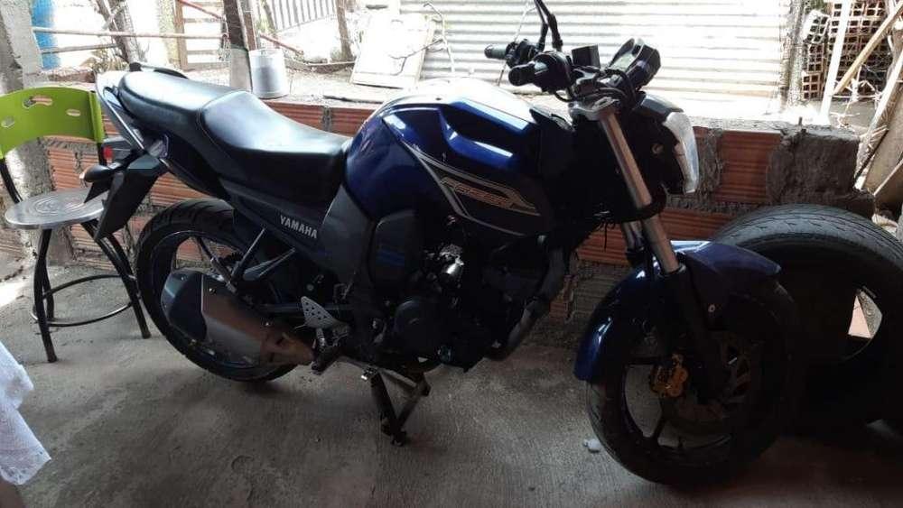 MOTOCICLETA <strong>yamaha</strong> 2014 DE SEGUNDA MANO NEGOCIABLE
