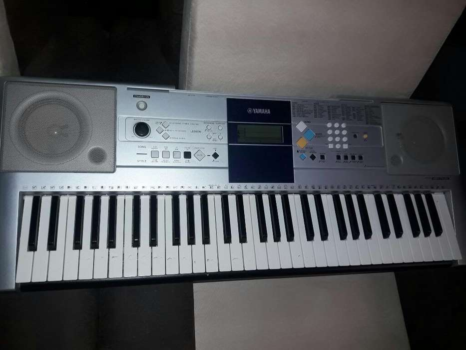 Un Piano Marca Yamaha