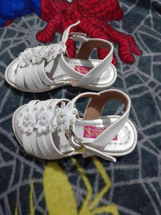 Vendo Sandalias de Niña Talla 20