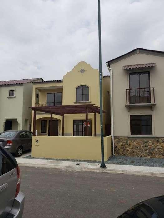 Alquiler de Casa en Urb. La Rioja, Aurora, frente al Mix Center