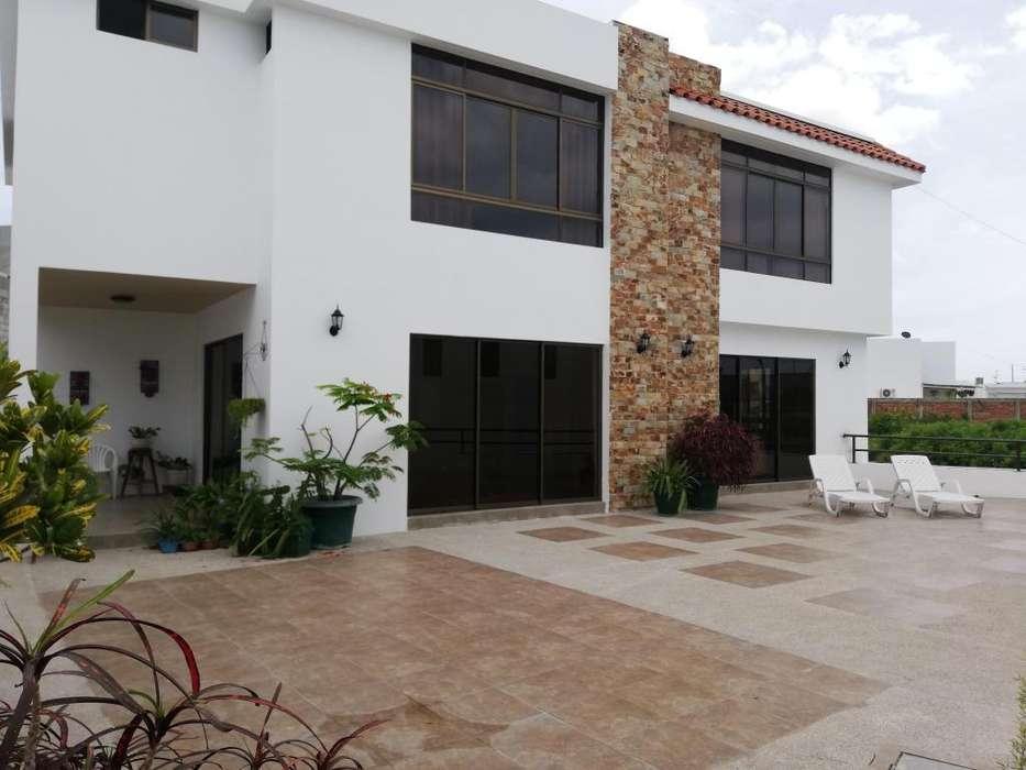 Se vende hermosa propiedad en Altos de Manta Beach
