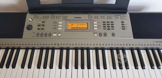 Piano Yamaha E353