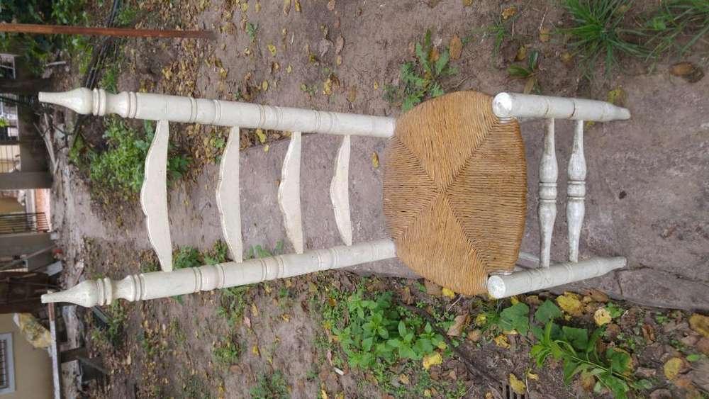Antigua <strong>silla</strong> de madera y paja de los años 60
