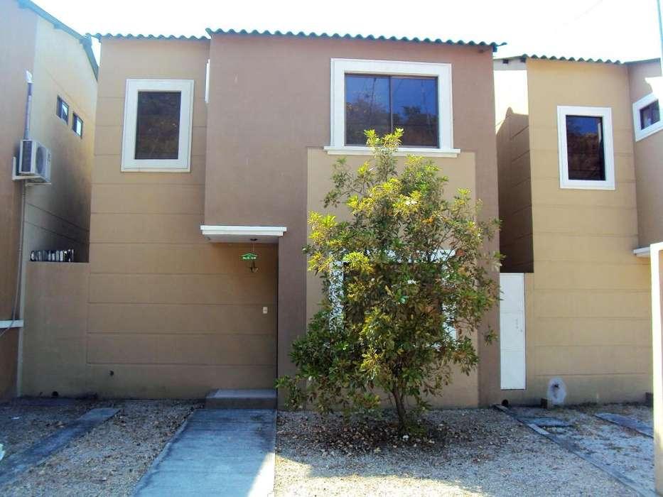 Casa de alquiler de 3 dormitorios en Urbanización La Joya, primeras etapas.