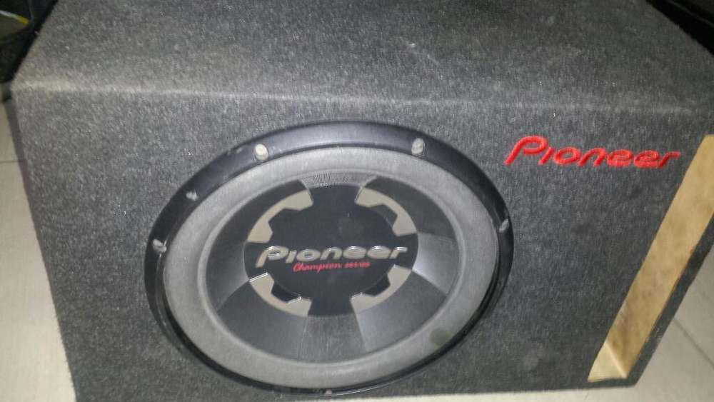 bajo Pioneer 8''